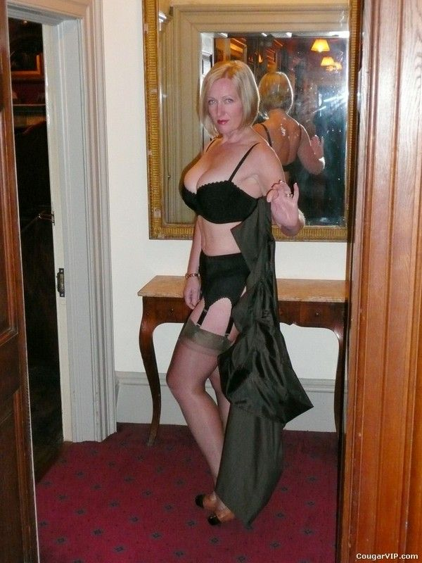 Mature Strip Show 91